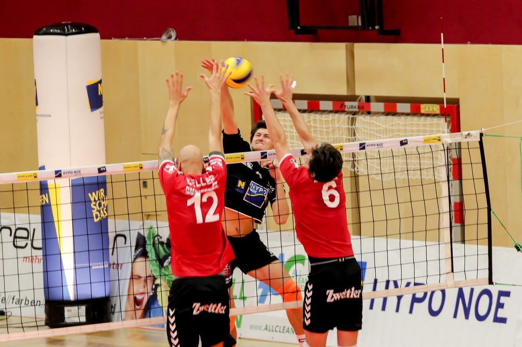 DenizBank Austrian Volley League Men 2017/18 SG VCA Amstetten NÖ/hotVolleys vs Union Raiffeisen Waldviertel - Credit: Peter Maurer - Bild zeigt: #9 Lukas Scheucher