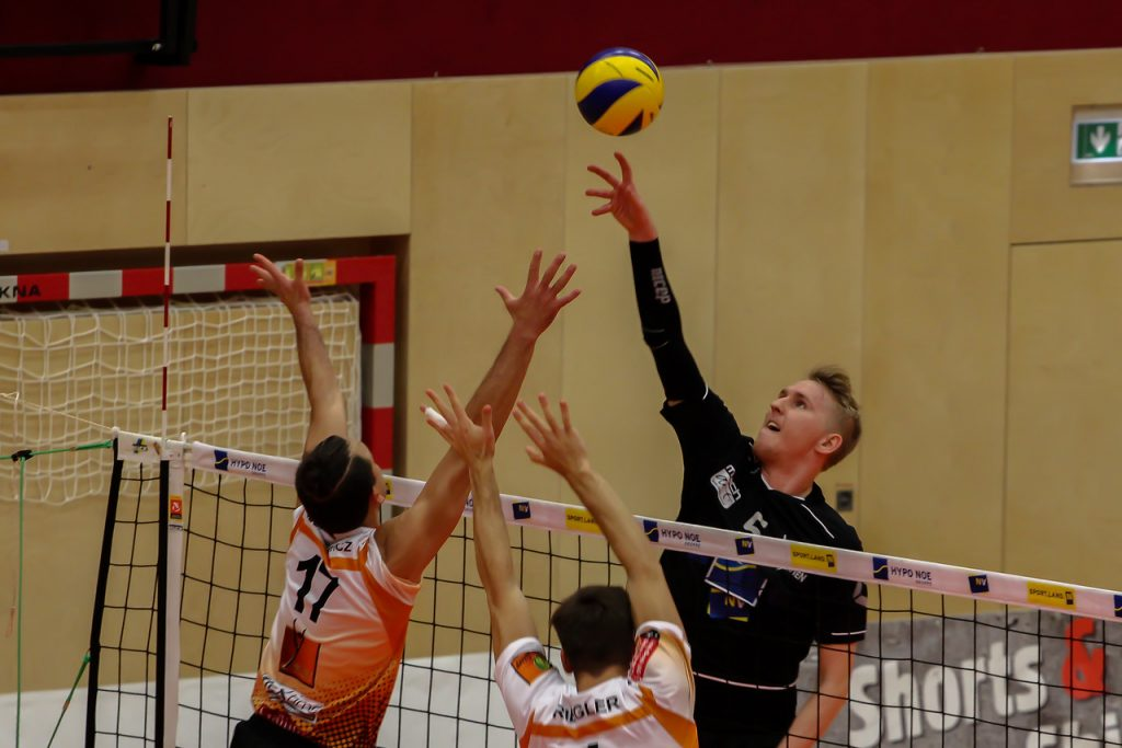 DenizBank AG Austrian Volley League Men 2017/18 SG VCA Amstetten NÖ/hotVolleys vs VBC TLC Weiz - Credit: Peter Maurer - Bild zeigt: #5 Thomas Tröthann