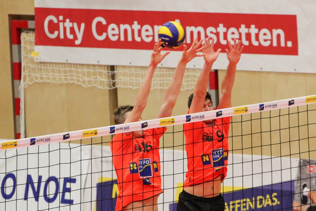 DenizBank AG Austrian Volley League Men 2016/17 - Spiel um P5 - SG VCA Amstetten NÖ/hotVolleys gg. VBK Wörther-See-Löen Klagenfurt - Bild zeigt: #16 Matthäus Jurkovics, #9 Lukas Scheucher