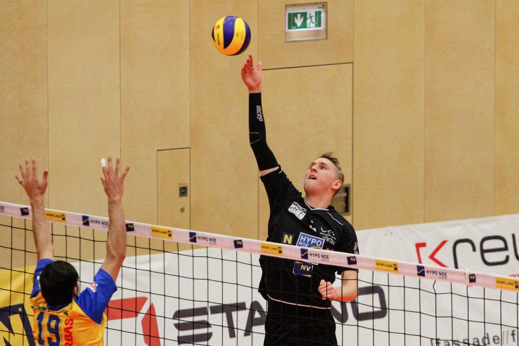 Austrian Volley Cup 17/18 - SG VCA Amstetten NÖ/hotVolleys gg.  SK Posojilnica Aich/Dob - Credit: Peter Maurer - Bild zeigt:  #5 Thomas Tröthann