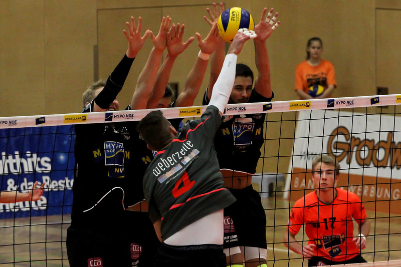 DenizBank AG Volley League Men 2017/18 SG VCA Amstetten NÖ/hotVolleys vs UVC Weberzeile Ried/Innkreis - Credit: Peter Maurer - Bild zeigt: #5 Thomas Tröthann. #16 Mathäus Jurkovics, #3 Max Landfahrer