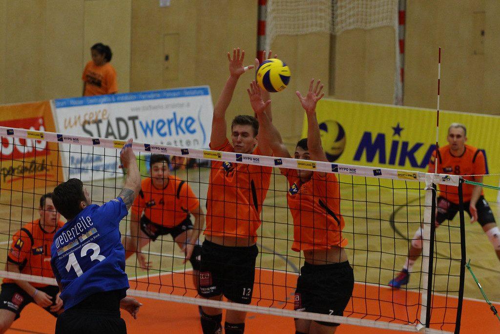 2018-19 DenizBank AG Volley League Men: SG VCA Amstetten NÖ gg. UVC Ried/Innkreis - 14-10-2018 - Bild zeigt: #12 Fabian Schmiedbauer #7 Arthur Darmois - Credit: Peter Maurer