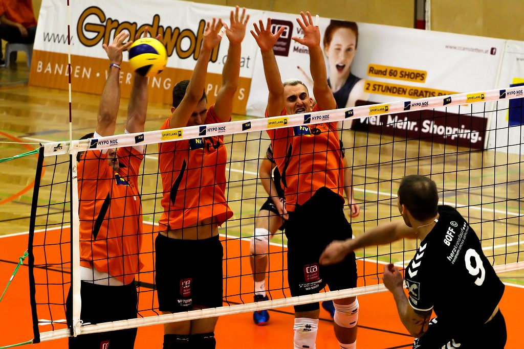 2018-19 DenizBank AG Volley League Men: SG VCA Amstetten NÖ gg. SG Union Raiffeisen Waldviertel - 07/11/2018 - Bild zeigt: #11 Nenad Nikolic, #12 Fabian Schmiedbauer, #8 Maciej Kleinschmidt - Credit: Peter Maurer