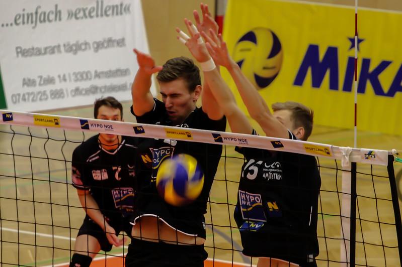 DenizBank AG Austrian Volley League Men 2017/18 SG VCA Amstetten NÖ/hotVolleys vs VBC TLC Weiz - Credit: Peter Maurer - Bild zeigt: #12 Fabian Schmiedbauer #15 Niklas Etlinger