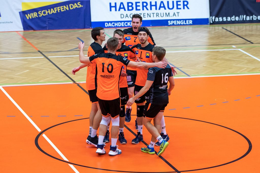 AMSTETTEN,AUSTRIA,10.OCT.20 - VOLLEYBALL - AVL, Austrian Volley League, VCA Amstetten vs VBK Klagenfurt. Image shows the rejoicing of VCA Amstetten. Photo: GEPA pictures/ Manuel Binder